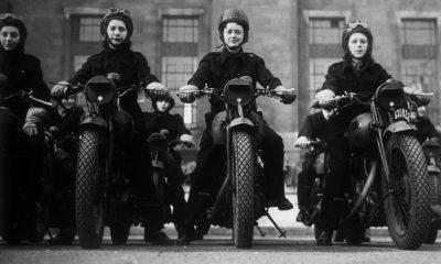 Frauen auf Motorrädern